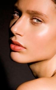 Photo credit Efi Zachou Hair and Make-up Victoria Bond @ Caren Agency.